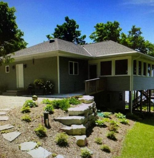 5423 Bay Shore Dr, Sturgeon Bay, WI 54235